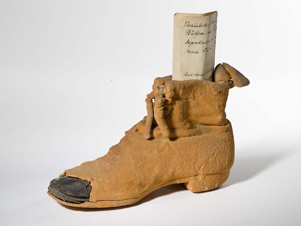Calcit Schuh aus dem Nachlass von Virchow